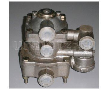 На изображении - деталь 11.3522008  Клапан управления тормозами прицепа с двухпроводным приводом и клапаном обрыва (аналог 16.3522008 25.3522210)