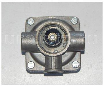 На изображении - деталь 100-3518010-10  Клапан ускорительный (завод)
