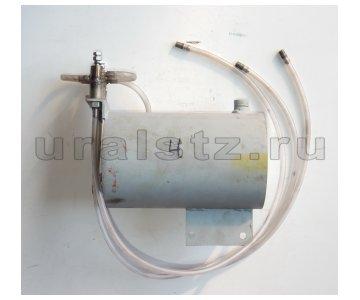 На изображении - деталь КО-505  Капельница системы смазки насоса (комплект)