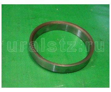 На изображении - деталь 375-2304085-02  Кольцо сальника  (завод)