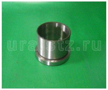 На изображении - деталь 375-2918026-Б  Втулка балансира (сталь)